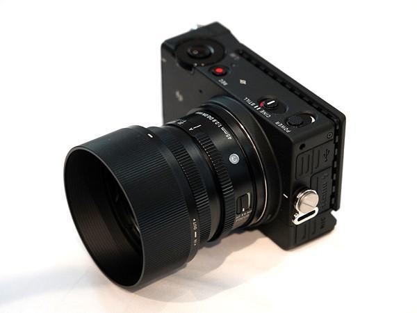SIGMA fp 4 - SIGMA fp: a câmara digital mirrorless mais pequena e leve do mundo